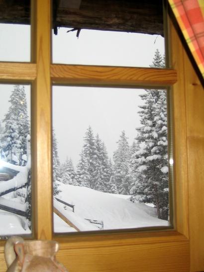 Widok z okna knajpki na Frommesalm