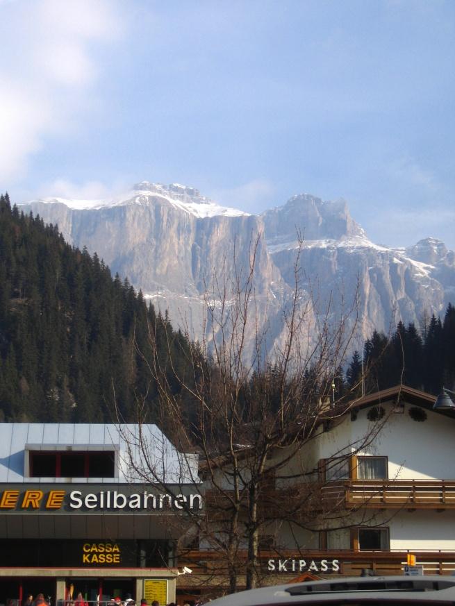 widok  z Canazei na Belvedere