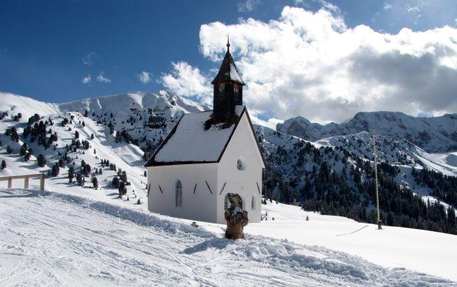 mały kościółek obok rif. Zallinger